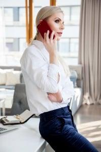Beim Abwerben am Arbeitsplatz auf dem Handy muss der Aufenthaltsort erfragt werden.