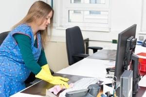 Anstieg der Leiharbeit: Typische Tätigkeitsbereiche sind etwa die Reinigung und die Produktion.