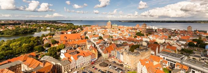 Ein Anwalt für Arbeitsrecht kann in Stralsund sowohl Arbeitnehmer als auch Arbeitgeber beraten und vertreten.