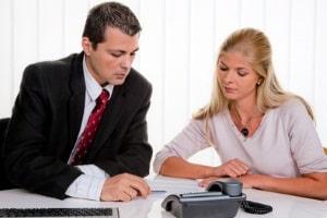 Hat sich ein Anwalt in Dresden auf das Arbeitsrecht spezialisiert, kann er Sie etwa bei einer Kündigung beraten.