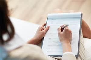 Lassen Sie Ihren Vertrag vor der Unterschrift von einem Anwalt für Arbeitsrecht in Remscheid prüfen.