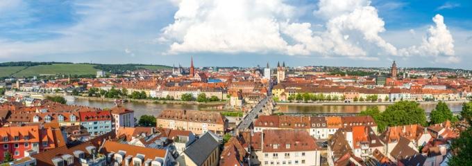 Wie finden Sie einen guten Anwalt in Würzburg, der Arbeitsrecht als Schwerpunkt anbietet?