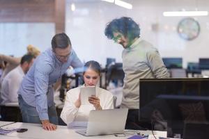 Auch die Arbeitsplatzgestaltung ist Teil der Arbeitssicherheit.