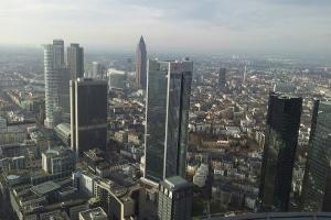 Bei Fragen und Problemen im Arbeitsrecht kann ein Anwalt in Frankfurt Arbeitnehmern weiterhelfen.