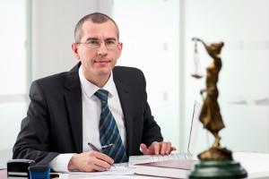 Arbeitsrecht: Ein Anwalt in Fürth kann Sie bei rechtlichen Fragen beraten.