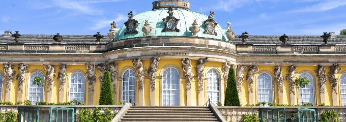 Arbeitsrecht: Einen Anwalt sollten sich Potsdam-Besucher auf Grund des Anreiseweges lieber an Ihrem Wohnort suchen.