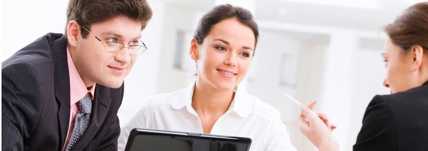 Das Arbeitsrecht regelt u. a. die Beziehung zwischen Arbeitgeber und Arbeitnehmer.