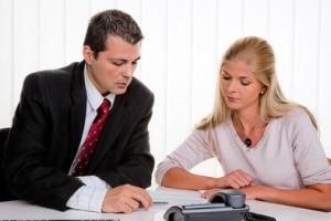 Bei einer Abmahnung kann ein Anwalt für Arbeitsrecht in Homburg helfen.