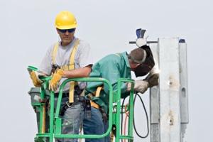 Zu den Aufgaben des Chefs gehört es, die Arbeitssicherheit zu gewährleisten.