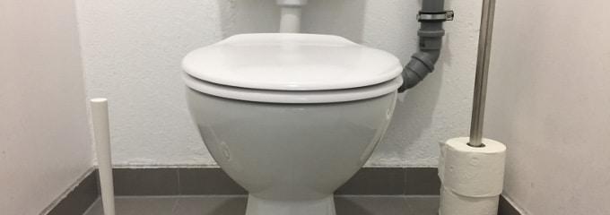 Wer sich auf dem stillen Örtchen verletzt, kann in der Regel keinen Arbeitsunfall auf der Toilette geltend machen.