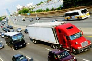 So mancher Arbeitsvertrag für Berufskraftfahrer ist mit Vorsicht zu genießen.