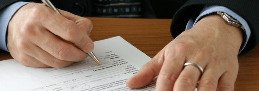 Alles zum Arbeitsvertrag: Wie die Inhalte rechtlich normiert sind und welche Pflichten für den Arbeitnehmer hieraus hervorgehen, erfahren Sie in diesem Ratgeber.