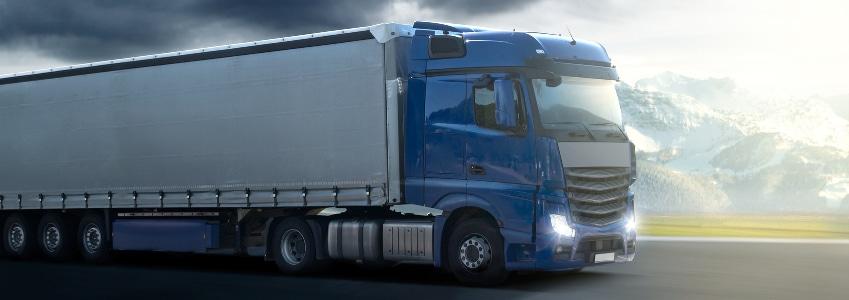 Ein Arbeitsvertrag für Kraftfahrer sollte wie jeder Vertrag im Vorfeld überprüft werden.