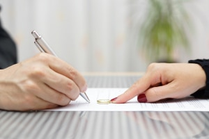 Es bedarf einer Änderung im Arbeitsvertrag, um die Probezeit zu verlängern.