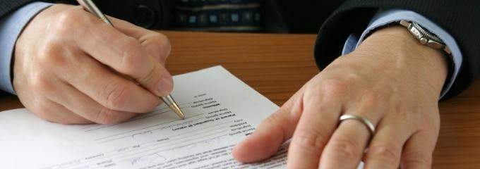 Der Arbeitsvertrag bestimmt die Rechte und Pflichten des Arbeitgebers und des Arbeitnehmers.