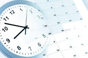 Die gesetzlich vorgeschriebene Arbeitszeit  für Lkw-Fahrer liegt pro Tag  bei acht Stunden.