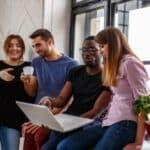 Das Landesarbeitsgericht in Rheinland-Pfalz hat entschieden, dass bei Arbeitszeitbetrug ohne Abmahnung gekündigt werden kann.