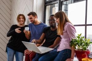 Kann bei Arbeitszeitbetrug ohne Abmahnung gekündigt werden?