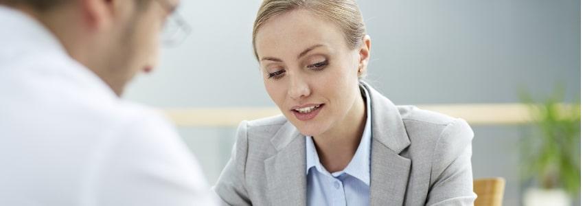 Das Arbeitszeitgesetz regelt bei Überstunden und Freizeitausgleich die Grenzen.