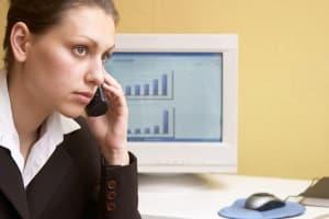 Klären Sie, ob Sie wirklich Ihr Arbeitszeugnis übersetzen müssen: Online oder per Telefon sollten Sie nachfragen.