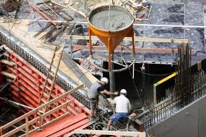 ArbMedVV: Bei Bauarbeiten können Giftstoffe die Gesundheit gefährden.