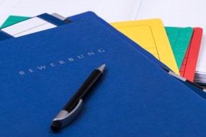 Ob für Ausbildung, Studium oder Job: Das Motivationsschreiben gehört in der Bewerbungsmappe an dritter Stelle.