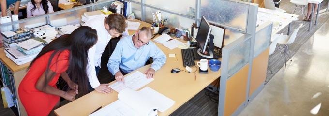 Auch Büroarbeiten lassen Arbeitgeber des Öfteren von einer Aushilfe erledigen.