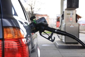 Benzingeld vom Arbeitgeber sollte bei Dienstreisen normal sein.