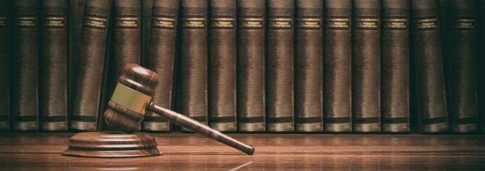 Ein Berufsverbot wird vom Gericht als Sanktion gegen einen Rechtsverstoß verhängt.