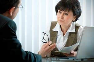 Eine betriebsbedingte Kündigung erfolgt unter anderem bei Schließung einer Abteilung.