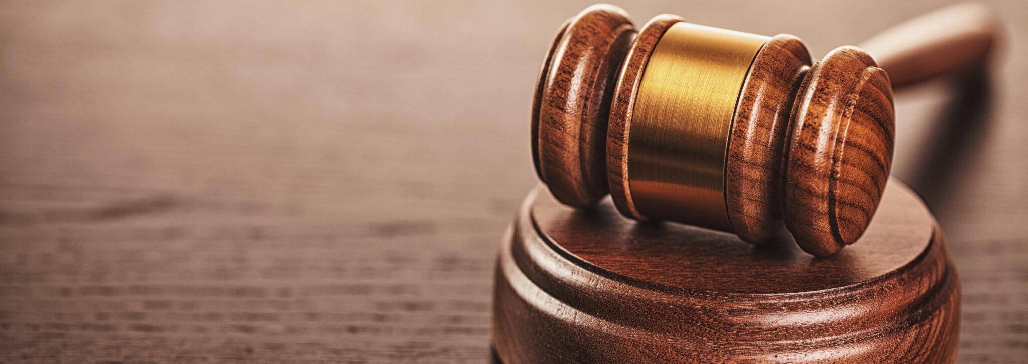 Worum es sich beim Betriebsrat handelt und welche Befugnisse er hat, ist im Betriebsverfassungsgesetz nachzulesen.