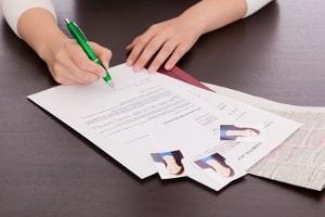 Auch bei der Bewerbung als Saisonarbeiter sollten die üblichen Unterlagen eingereicht werden.