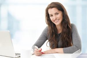 In einer Bewerbung sollten Sie auf Ihre Stärken und Qualifikationen eingehen.