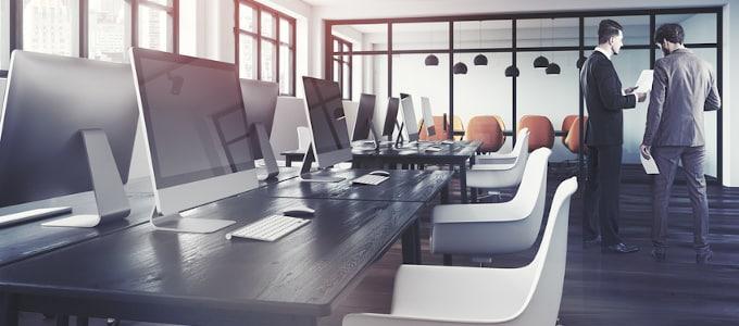 Was genau bedeutet Desk Sharing im Büro eigentlich? Unser Ratgeber liefert die Antwort.