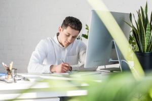 Beim Desk Sharing werden die Regeln vom Arbeitgeber vorgegeben.