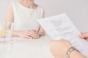 Andere Länder haben oft eigene Regeln für den Bewerbungsprozess: Nicht immer müssen Sie dafür Ihr Diplomzeugnis übersetzen.