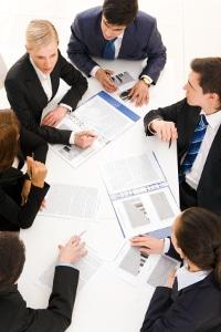Auf dem dritten Weg werden Gehälter in Gremien verhandelt.