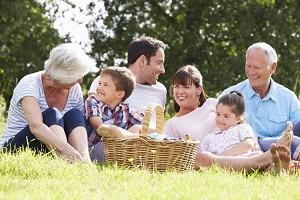 Elterngeld: Bekommen Sie nach der Elternzeit ein zweites Kind, steht Ihnen der Mindestsatz von 300 Euro zu.