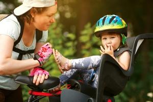 Wer Elterngeld Plus bezieht, erhält die finanzielle Unterstützung doppelt so lange.
