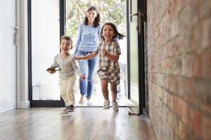 Durch die Elterngeld-Reform sollen Familien gestärkt und unterstützt werden.