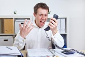 Zu einer Ermahnung oder Verwarnung kommt es unter anderem bei einem Fehlverhalten gegenüber den Kunden.