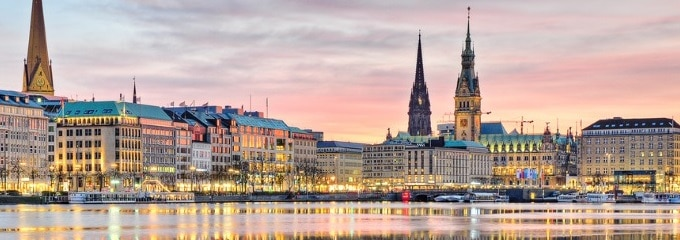Ein Fachanwalt für Arbeitsrecht in Hamburg hilft z. B. bei Unklarheiten im Arbeitsvertrag.