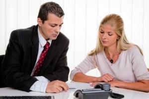 Einen Fachanwalt für Arbeitsrecht können in Stuttgart Arbeitnehmer und Arbeitgeber aufsuchen.