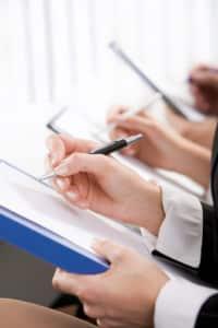 Oft entscheidet auch die richtige Formulierung über eine fristlose Kündigung und deren Rechtskraft.