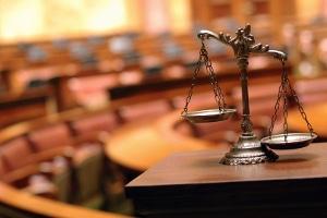 Eine fristlose Kündigung vom Arbeitsvertrag führt nicht selten zu einer Verhandlung vor Gericht.