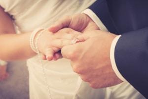 Ob es bei einer Hochzeit Sonderurlaub gibt, entscheidet meist der Chef.