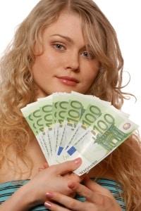 Die hohe Abbrecherquote bei den Azubis soll durch Mindestlohn eingedämmt werden.
