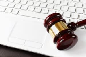 Home-Office: Eine gesetzliche Regelung zum Anspruch auf Heimarbeit gibt es nicht.