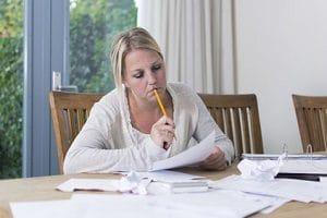 Home-Office: Vorteile für Arbeitgeber sind u. a. eine Kostenersparnis und weniger Arbeitsausfall.