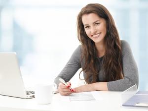 Eine interne Bewerbung umfasst das Anschreiben, einen Lebenslauf und bestenfalls ein qualifiziertes Zwischenzeugnis.